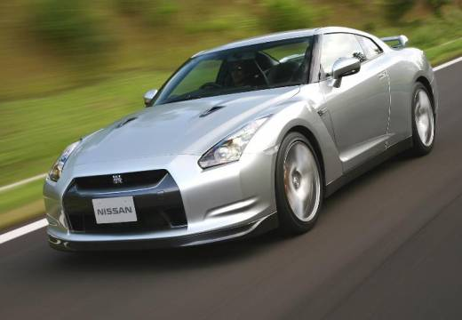 NISSAN GT-R coupe silver grey przedni lewy