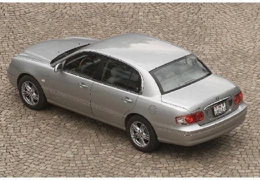 KIA Opirus I sedan silver grey tylny lewy