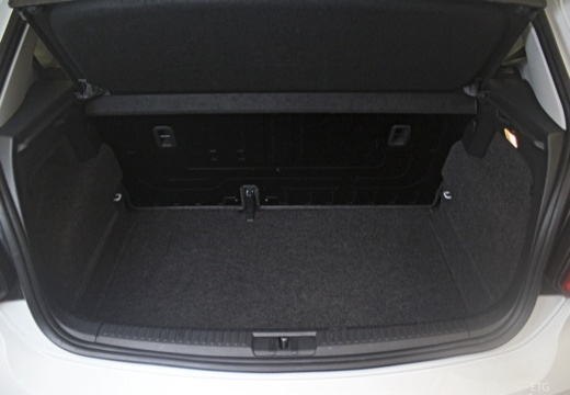 VOLKSWAGEN Polo V II hatchback przestrzeń załadunkowa