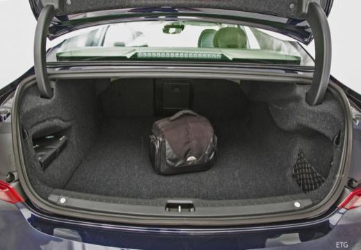 VOLVO S90 I sedan czarny przestrzeń załadunkowa