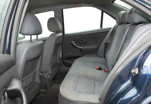 PEUGEOT 406 II sedan wnętrze