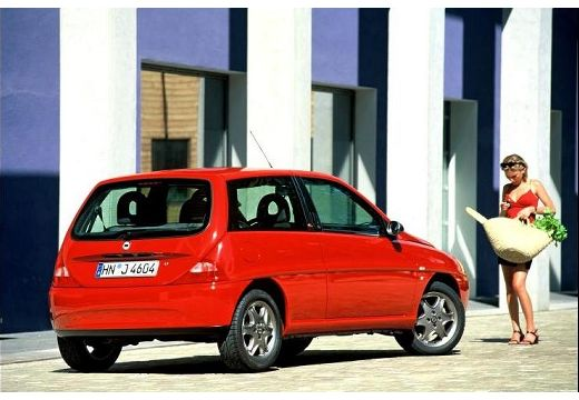 LANCIA Y I hatchback czerwony jasny tylny prawy