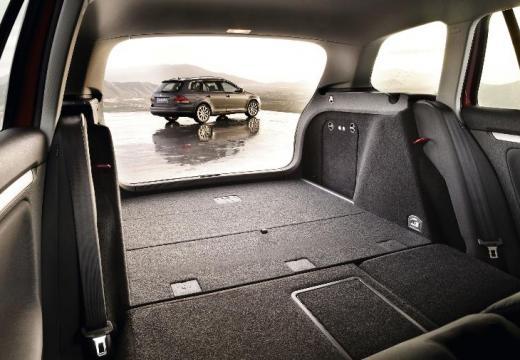 VOLKSWAGEN Golf V Variant kombi silver grey przestrzeń załadunkowa