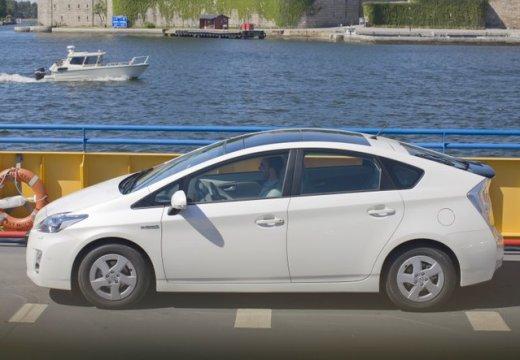 Toyota Prius II hatchback biały boczny lewy