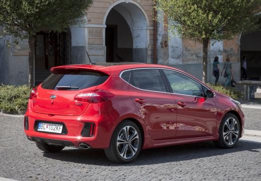 KIA Ceed IV hatchback czerwony jasny tylny prawy