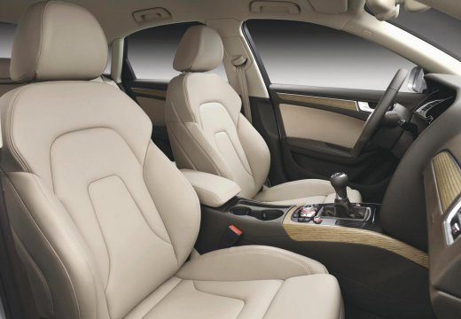 AUDI A4 B8 II sedan wnętrze