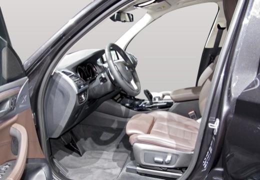 BMW X3 kombi wnętrze