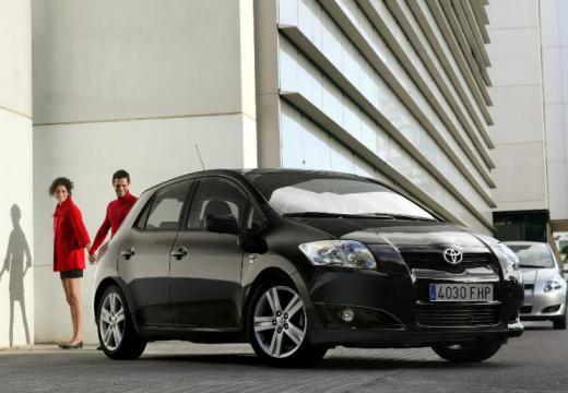 Toyota Auris I hatchback czarny przedni prawy