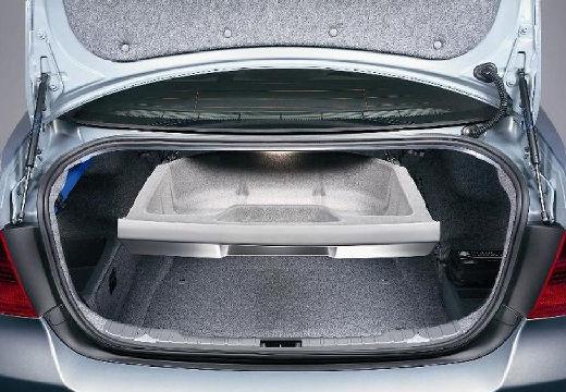 BMW Seria 3 E90 I sedan silver grey przestrzeń załadunkowa