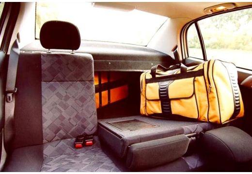OPEL Astra II sedan wnętrze