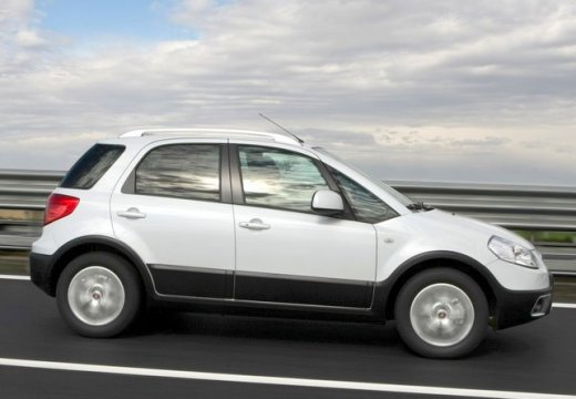 FIAT Sedici kombi biały boczny prawy