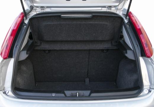 FIAT Punto Grande hatchback przestrzeń załadunkowa