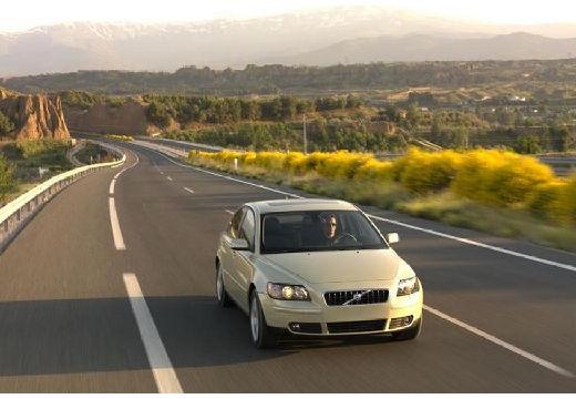 VOLVO S40 IV sedan żółty przedni prawy