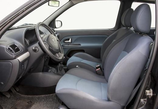 RENAULT Clio II III hatchback czarny wnętrze