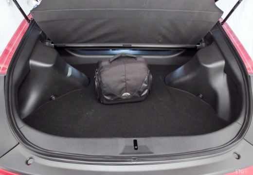 NISSAN 370 Z coupe przestrzeń załadunkowa