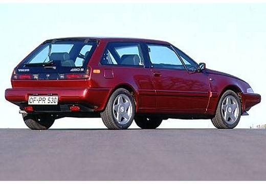 VOLVO 480 coupe bordeaux (czerwony ciemny) tylny prawy