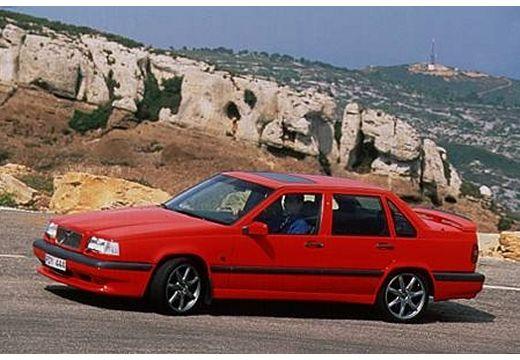 VOLVO 850 sedan czerwony jasny przedni lewy