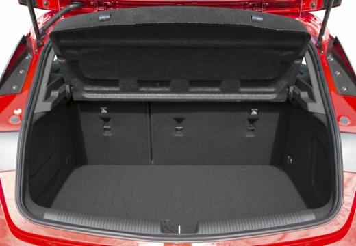 OPEL Astra V I hatchback czerwony jasny przestrzeń załadunkowa