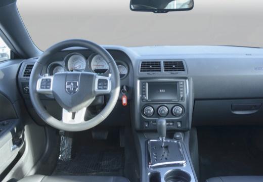 DODGE Challenger coupe biały tablica rozdzielcza