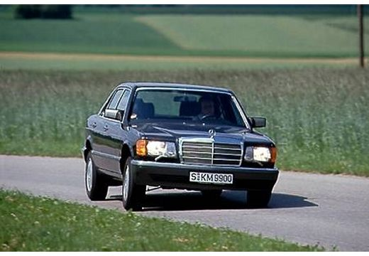 MERCEDES-BENZ 126 sedan niebieski jasny przedni prawy