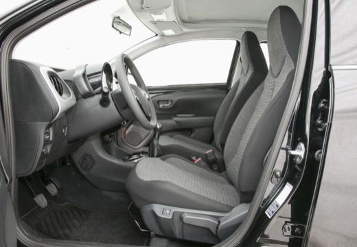 CITROEN C1 IV hatchback czarny wnętrze