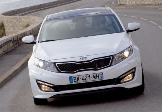 KIA Optima sedan biały przedni