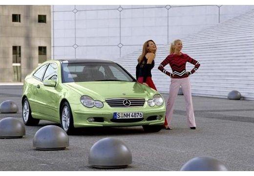 MERCEDES-BENZ Klasa C Sport CL203 I coupe zielony jasny przedni prawy