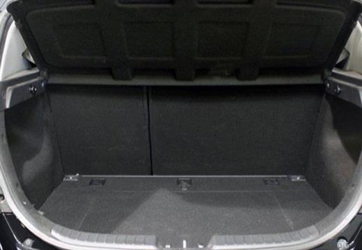 HYUNDAI i30 II hatchback czarny przestrzeń załadunkowa