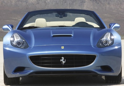 FERRARI California kabriolet niebieski jasny przedni