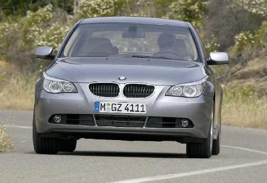 BMW Seria 5 E60 I sedan silver grey przedni