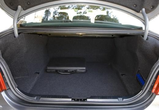 BMW Seria 5 E60 II sedan przestrzeń załadunkowa
