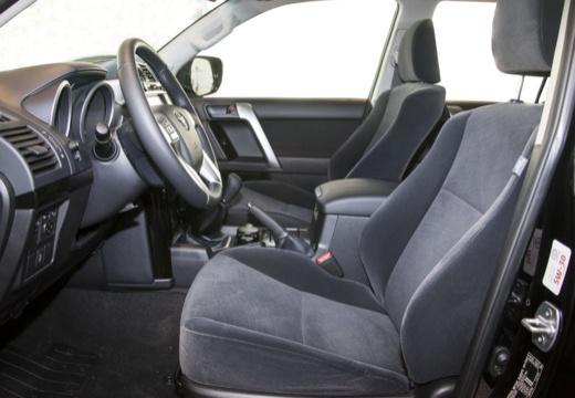 Toyota Land Cruiser 150 II kombi czarny wnętrze