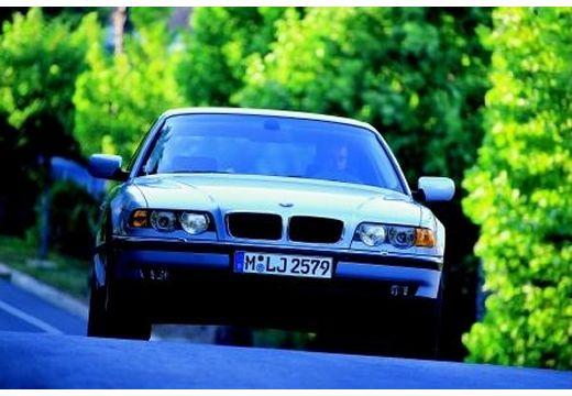BMW Seria 7 E38 sedan silver grey przedni