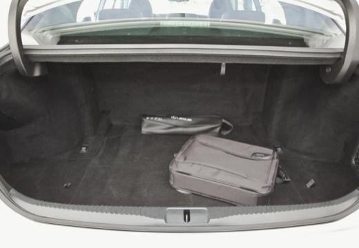 LEXUS GS IV sedan silver grey przestrzeń załadunkowa
