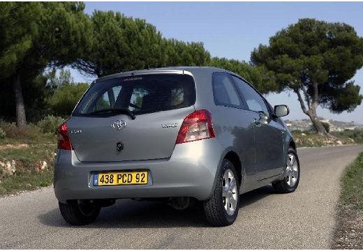 Toyota Yaris III hatchback silver grey tylny prawy