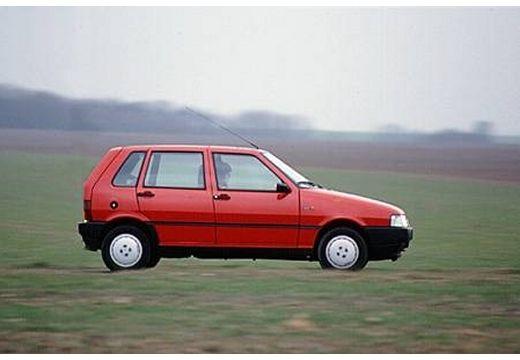 FIAT Uno hatchback czerwony jasny boczny prawy