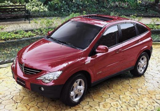 SSANG YONG Actyon I hatchback czerwony jasny przedni lewy