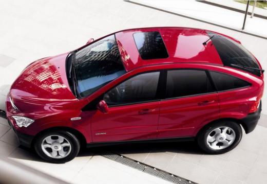 SSANG YONG Actyon hatchback czerwony jasny boczny lewy