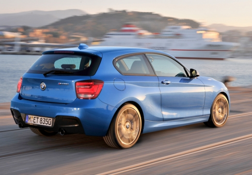 BMW Seria 1 F21 I hatchback niebieski jasny tylny prawy