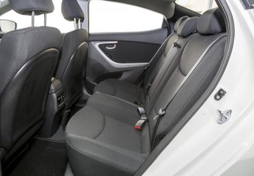 HYUNDAI Elantra II sedan wnętrze
