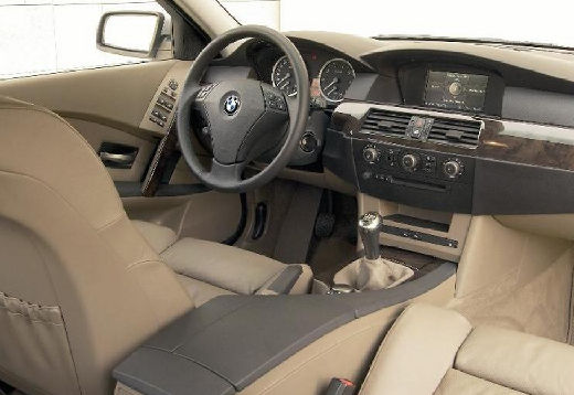 BMW Seria 5 sedan tablica rozdzielcza