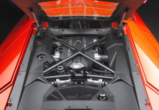 LAMBORGHINI Aventador I coupe silnik
