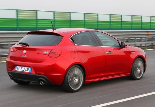 ALFA ROMEO Giulietta II hatchback czerwony jasny tylny prawy