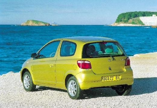 Toyota Yaris I hatchback złoty przedni lewy