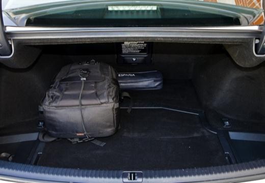 LEXUS IS III sedan silver grey przestrzeń załadunkowa