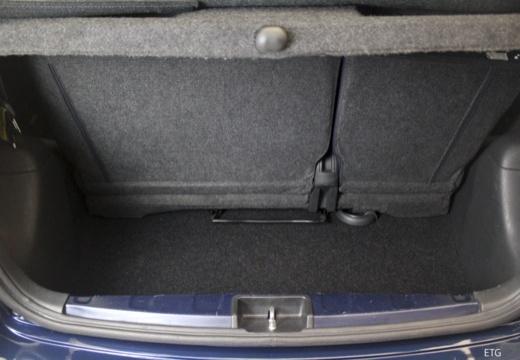 Toyota Yaris II hatchback przestrzeń załadunkowa