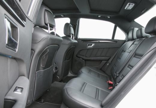 MERCEDES-BENZ Klasa E W 212 II sedan wnętrze