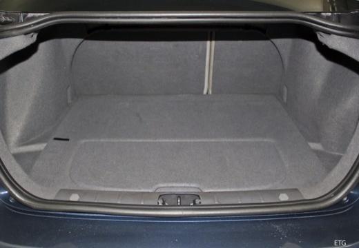 VOLVO S40 III sedan przestrzeń załadunkowa
