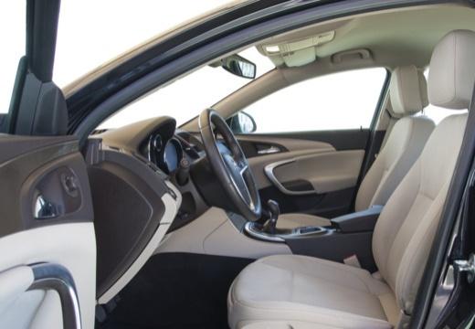 OPEL Insignia I hatchback czarny wnętrze