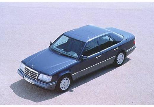 MERCEDES-BENZ Klasa E sedan czarny przedni lewy